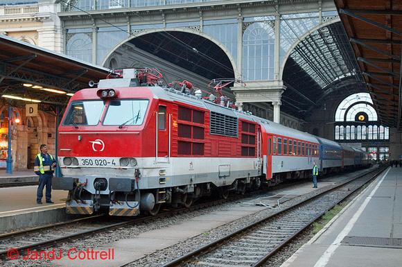 350 020 at Budapest-Keleti