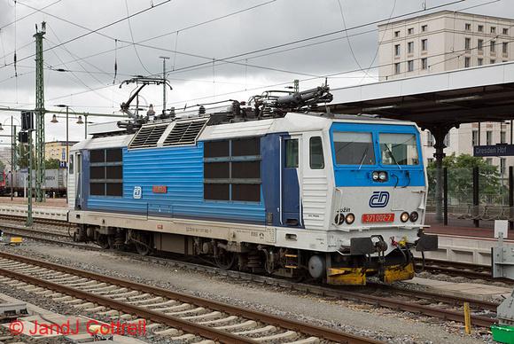 371 002 at Dresden Hbf