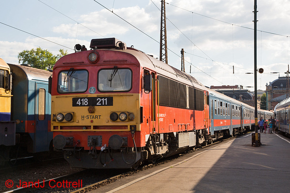 418 211 at Budapest-Nyugati