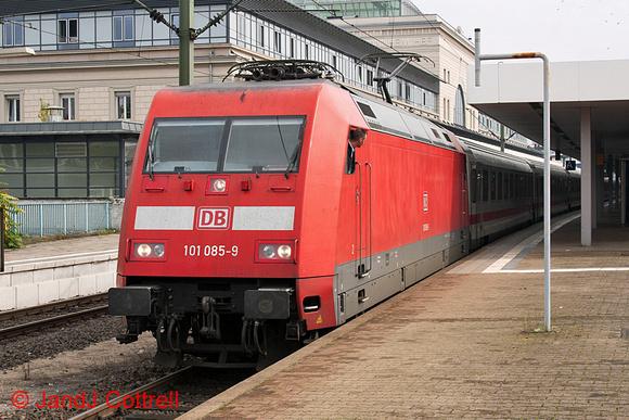 101 085 at Mannheim Hbf