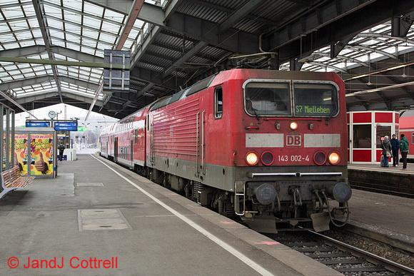 143 002 at Halle (Saale) Hbf